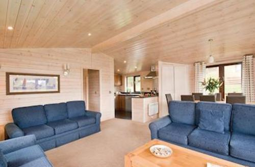 Snaptrip - Last minute cottages - Wonderful Darley Moor Lodge S55361 - Chatsworth Elite 4 Spa