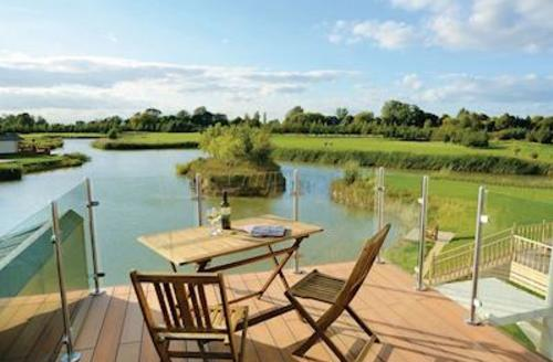 Snaptrip - Last minute cottages - Inviting Wisbech Lodge S55378 -