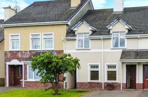Snaptrip - Last minute cottages - Luxury Killarney Cottage S6872 -