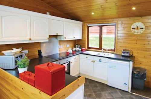 Snaptrip - Last minute cottages - Wonderful Milford On Sea Lodge S55676 - Typical Superior Lodge Xtra 2