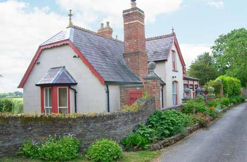 Snaptrip - Last minute cottages - Tasteful Cardigan Cottage S6875 -
