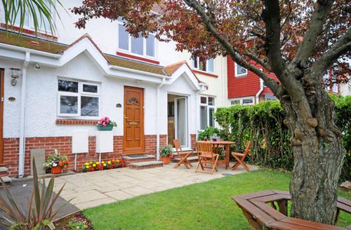 Snaptrip - Last minute cottages - Lovely Paignton House - Outside Bosuns Reach, Paignton