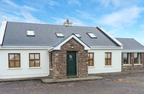 Snaptrip - Last minute cottages - Beautiful Feohanagh Cottage S6907 -