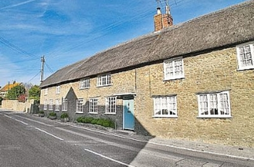 Snaptrip - Last minute cottages - Attractive Burton Bradstock Cottage S6909 - Front