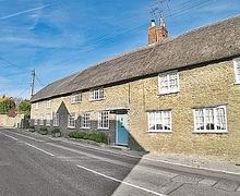 Snaptrip - Last minute cottages - Attractive Burton Bradstock Cottage S6909 - Front