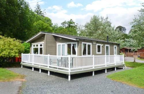 Snaptrip - Last minute cottages - Beautiful Troutbeck Bridge Lodge S6912 -