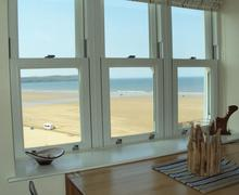 Snaptrip - Last minute cottages - Stunning Beach Views - View from the dining table