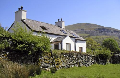 Snaptrip - Last minute cottages - Attractive Fachwen Cottage S6929 -