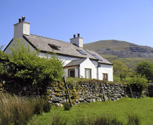 Snaptrip - Last minute cottages - Attractive Fachwen Cottage S6929 -