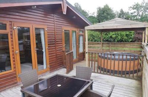 Snaptrip - Last minute cottages - Superb Longnor Lodge S55985 - Kale Lodge
