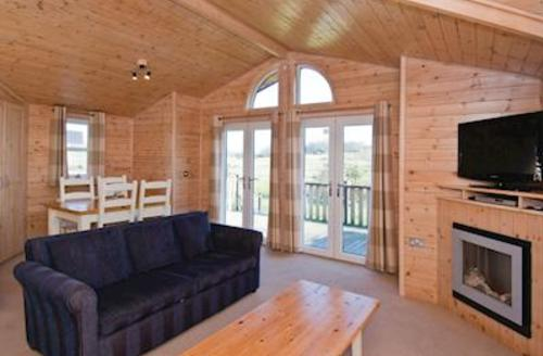 Snaptrip - Last minute cottages - Cosy Woodham Walter Lodge S55988 - Meadowland
