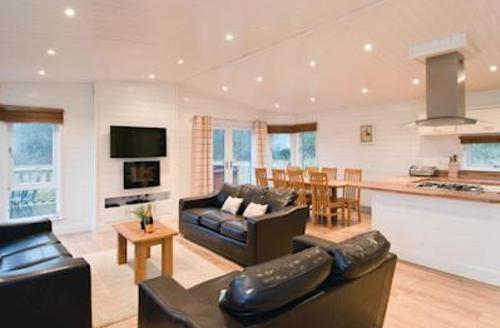 Snaptrip - Last minute cottages - Attractive Woodham Walter Lodge S56002 - Blakes Wood