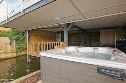 Snaptrip - Last minute cottages - Attractive Horning Lodge S56017 - Reedlings
