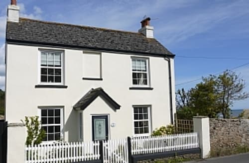 Snaptrip - Last minute cottages - Luxury Charmouth Apartment S6963 - SEAVIEW COTTAGE