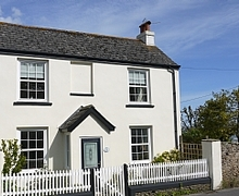 Snaptrip - Holiday apartments - Luxury Charmouth Apartment S6963 - SEAVIEW COTTAGE
