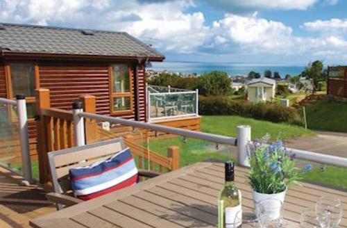 Snaptrip - Last minute cottages - Luxury Swanage Lodge S56212 - Typical Signature 2