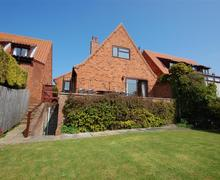 Snaptrip - Last minute cottages - Exquisite Stiffkey Cottage S56509 - Exterior View