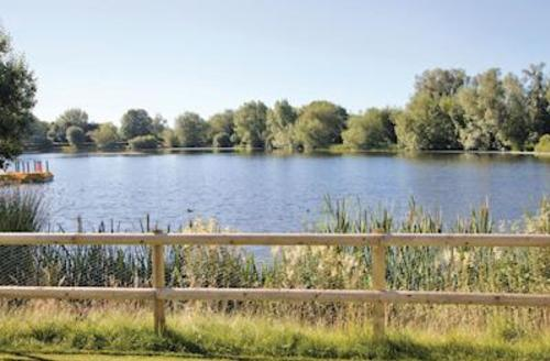 Snaptrip - Last minute cottages - Stunning South Cerney Lodge S56613 - The park setting