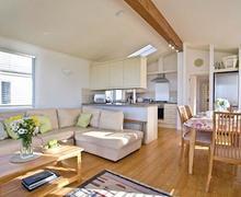 Snaptrip - Last minute cottages - Beautiful Salcombe Lodge S56721 - Seasoar Lodge