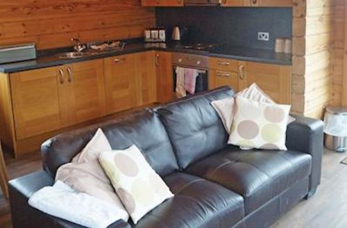 Snaptrip - Last minute cottages - Cosy Carlton Miniott Lodge S56773 - Yew VIP<br />
