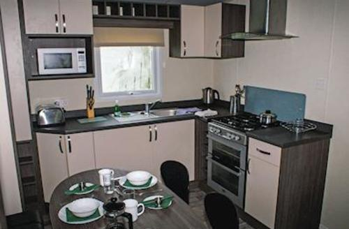 Snaptrip - Last minute cottages - Inviting Newquay Lodge S56805 - Whipsiderry Platinum 3