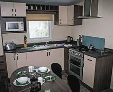 Snaptrip - Last minute cottages - Tasteful Newquay Lodge S56808 - Whipsiderry Platinum 3