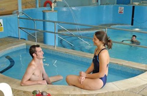 Snaptrip - Last minute cottages - Quaint Penzance Lodge S56813 - Indoor heated pool