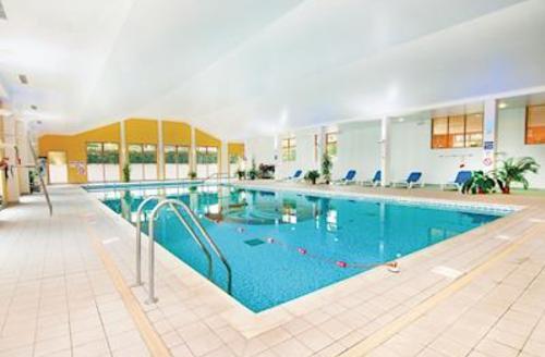 Snaptrip - Last minute cottages - Stunning Paignton Lodge S56819 - Indoor heated pool<br />