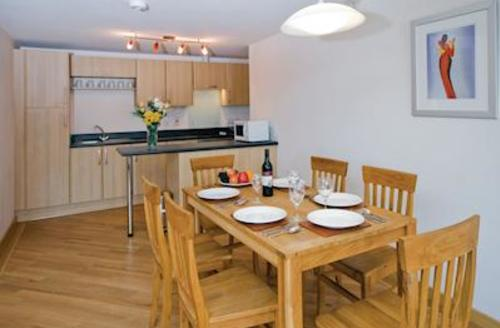 Snaptrip - Last minute cottages - Cosy Dawlish Warren Lodge S57033 - Typical Redrock 3