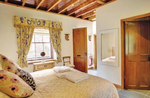 Snaptrip - Last minute cottages - Cosy Kirkmichael Lodge S57119 - Duck Pond Cottage
