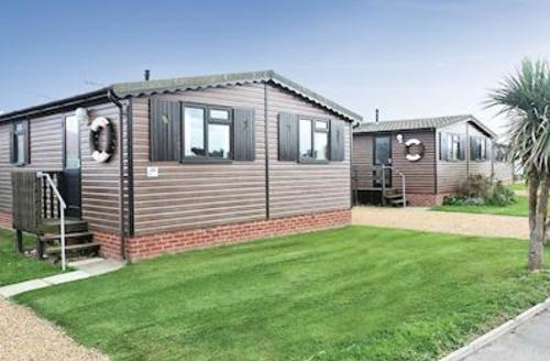 Snaptrip - Last minute cottages - Luxury Bacton On Sea Lodge S57126 - Castaways Lodge