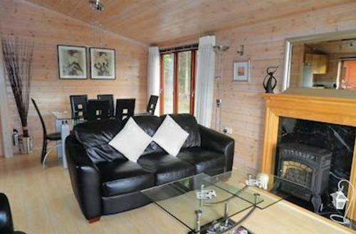 Snaptrip - Last minute cottages - Splendid Astbury Lodge S57147 - Typical Lakeview Lodge
