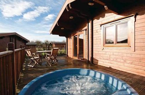 Snaptrip - Last minute cottages - Luxury Wenhaston Lodge S57152 - Blyth Lodge