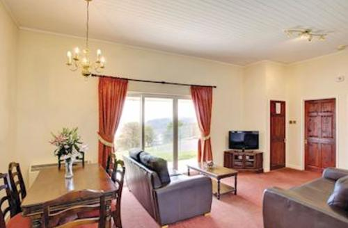 Snaptrip - Last minute cottages - Delightful Laugharne Lodge S57264 - Typical Gold Lodge