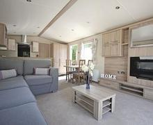 Snaptrip - Last minute cottages - Wonderful Saxmundham Lodge S57313 - Typical Platinum 2