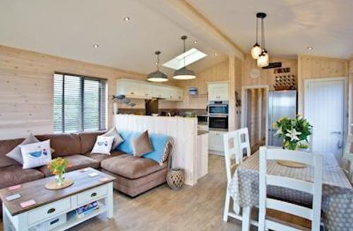 Snaptrip - Last minute cottages - Superb Salcombe Lodge S57327 - Sea Monkey Lodge