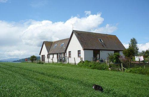 Snaptrip - Last minute cottages - Quaint Inverness Apartment S7396 -