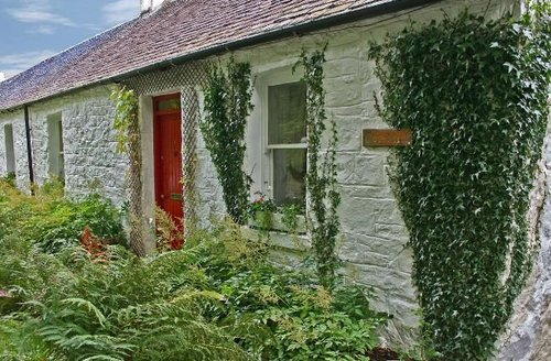 Snaptrip - Last minute cottages - Stunning Appin Cottage S7432 -