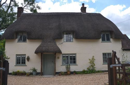 Snaptrip - Last minute cottages - Quaint Blandford Forum Cottage S7484 -