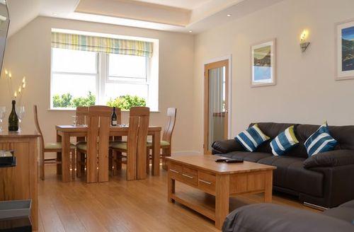 Snaptrip - Last minute cottages - Tasteful Helston Apartment S7510 -