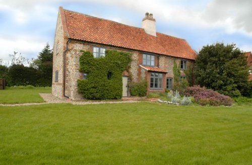 Snaptrip - Last minute cottages - Captivating Melton Constable House S7543 -