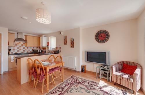 Snaptrip - Last minute cottages - Tasteful Dawlish House S906 -