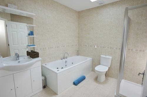 Snaptrip - Last minute cottages - Luxury Poole House S955 -