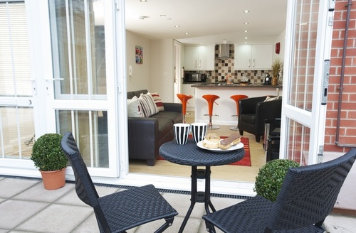 Snaptrip - Last minute cottages - Tasteful Weymouth Mews S953 -