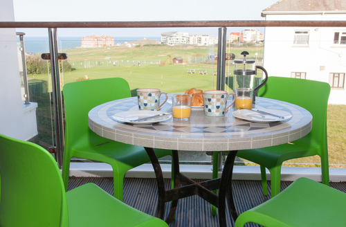 Snaptrip - Last minute cottages - Lovely Newquay Court S1030 -