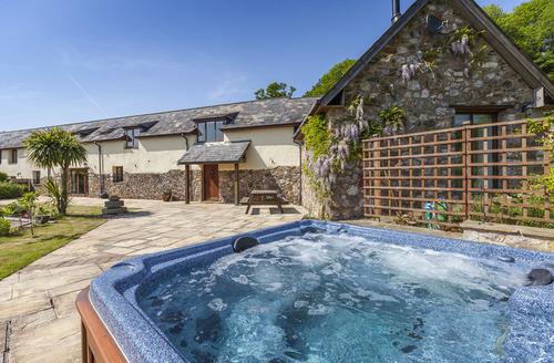 Snaptrip - Last minute cottages - Tasteful Newton Abbot Rental S1037 -