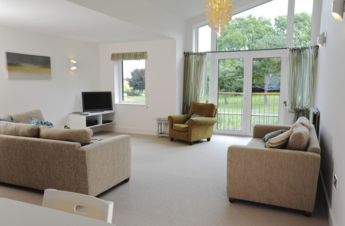Snaptrip - Last minute cottages - Splendid Weymouth View S1042 -