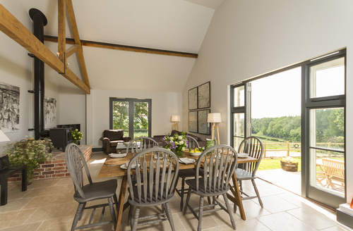 Snaptrip - Last minute cottages - Splendid Blandford Forum Ground S1075 -