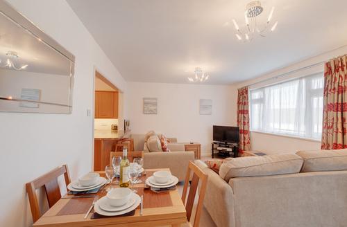 Snaptrip - Last minute cottages - Excellent Brixham Court S1113 -