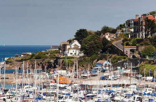 Snaptrip - Last minute cottages - Delightful Brixham Court S1114 -